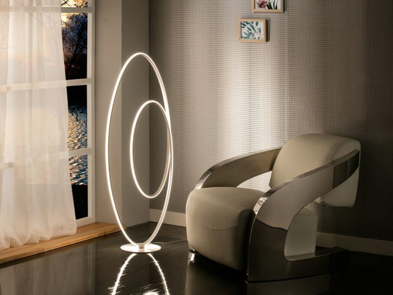 Loop schuller lampara de pie